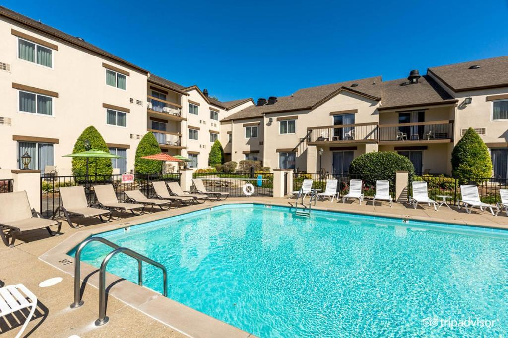 The swimming pool at or close to Club Hotel Nashville Inn & Suites