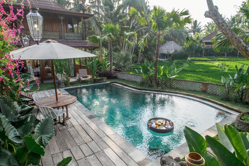 The swimming pool at or close to Gusde Tranquil Villas by EPS
