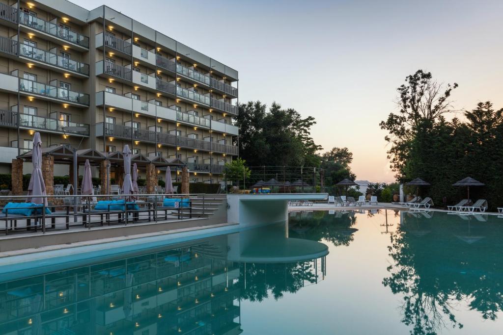 Piscine de l'établissement Ariti Grand Hotel ou située à proximité