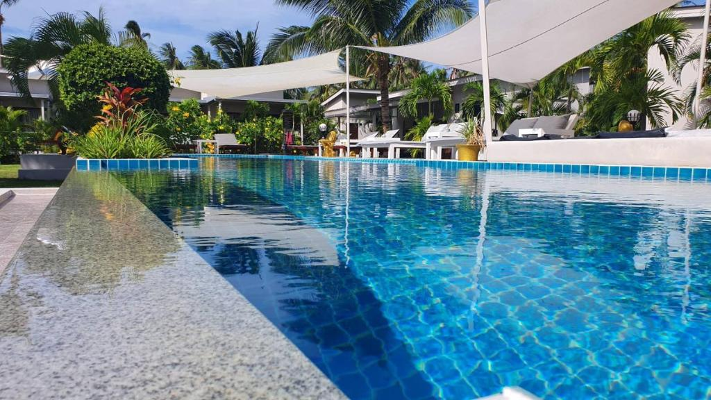 The swimming pool at or close to Coconutspalm Resort
