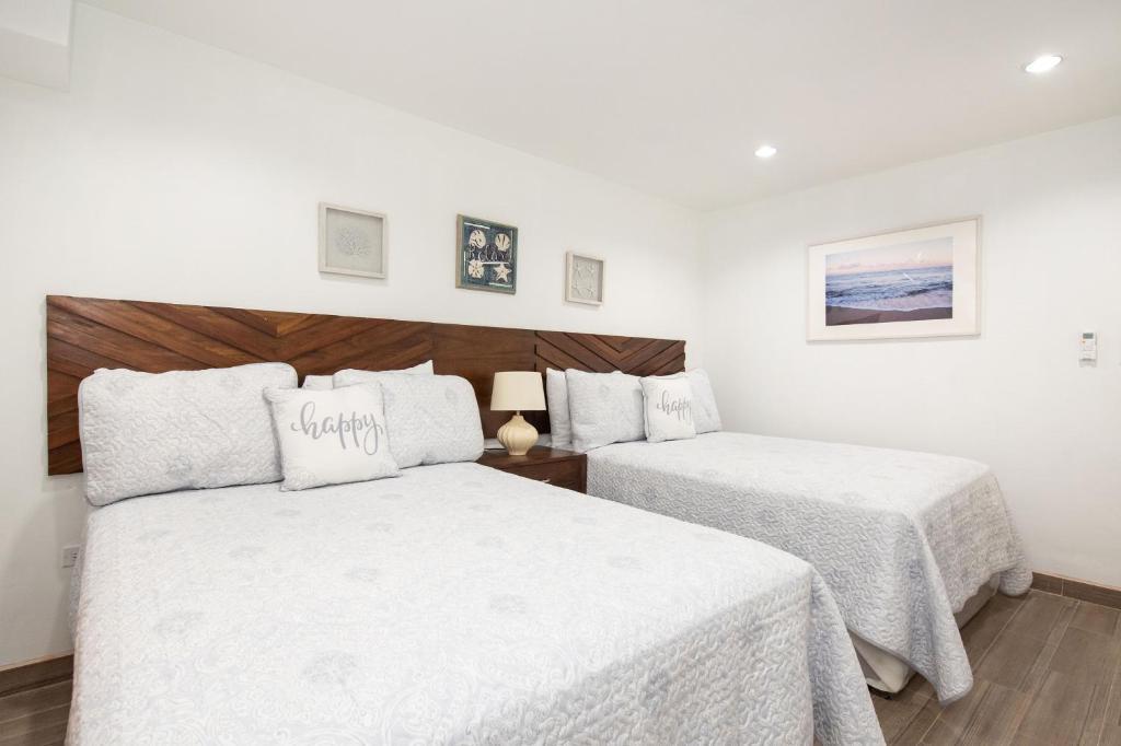 A bed or beds in a room at La Casa de Paz