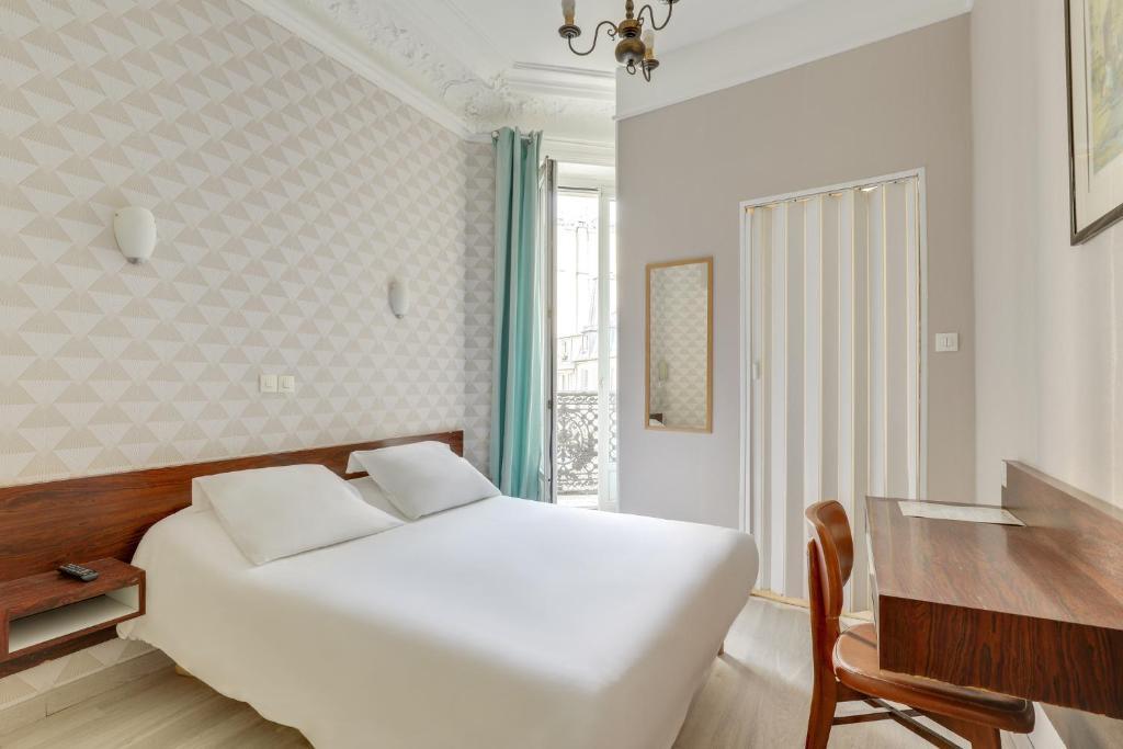 Ein Bett oder Betten in einem Zimmer der Unterkunft Hôtel Des 3 Nations