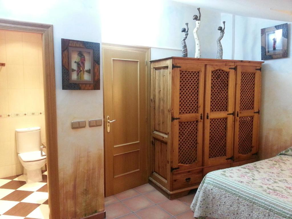 A bed or beds in a room at Hotel Redecilla del Camino