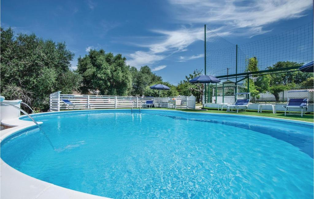 A piscina localizada em Three-Bedroom Holiday Home in Sant'Angelo Romano ou nos arredores