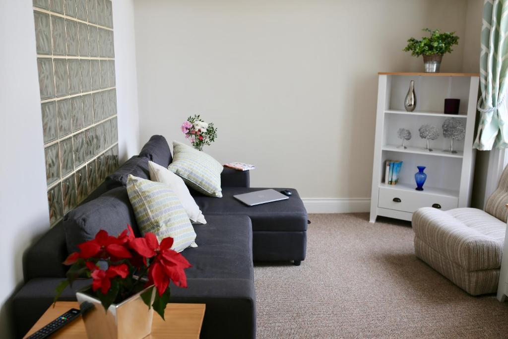 The property is 48 km from Swindon and free private parking is available.