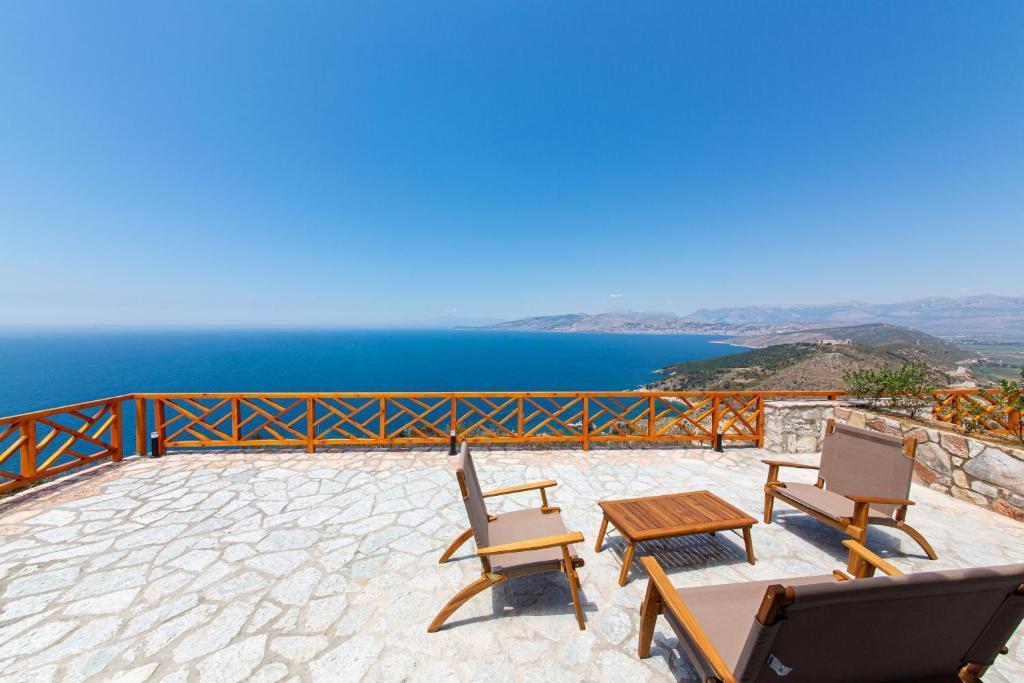 A balcony or terrace at Santa Oliva Suites