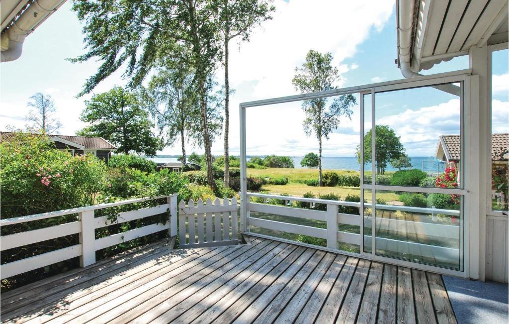 Three Bedroom Holiday Home In Kopingsvik Suecia Köpingsvik