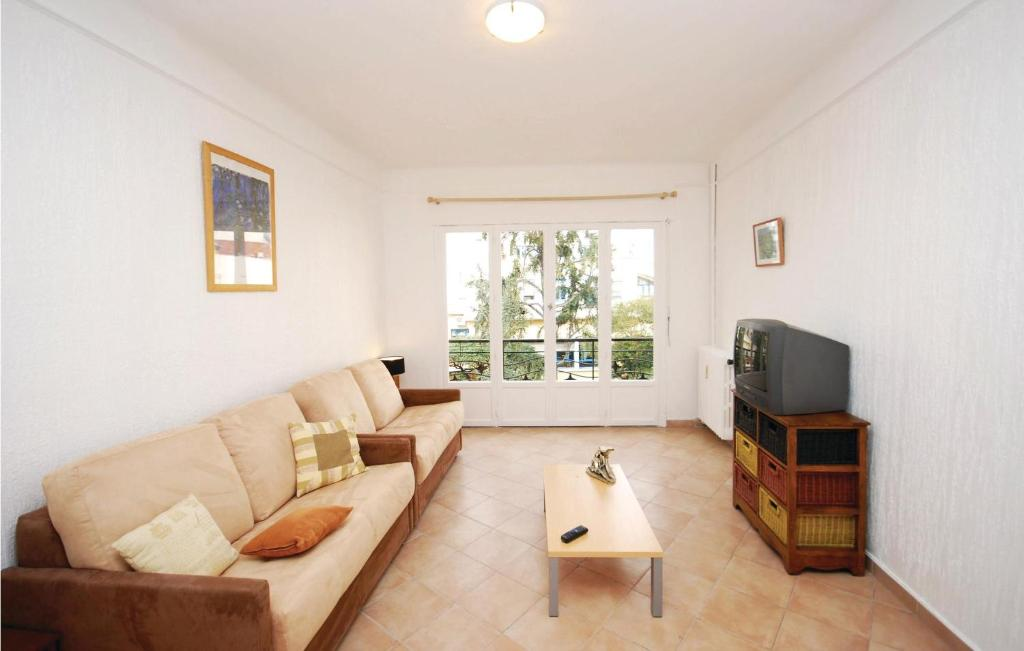A seating area at Apartment rue Buttura
