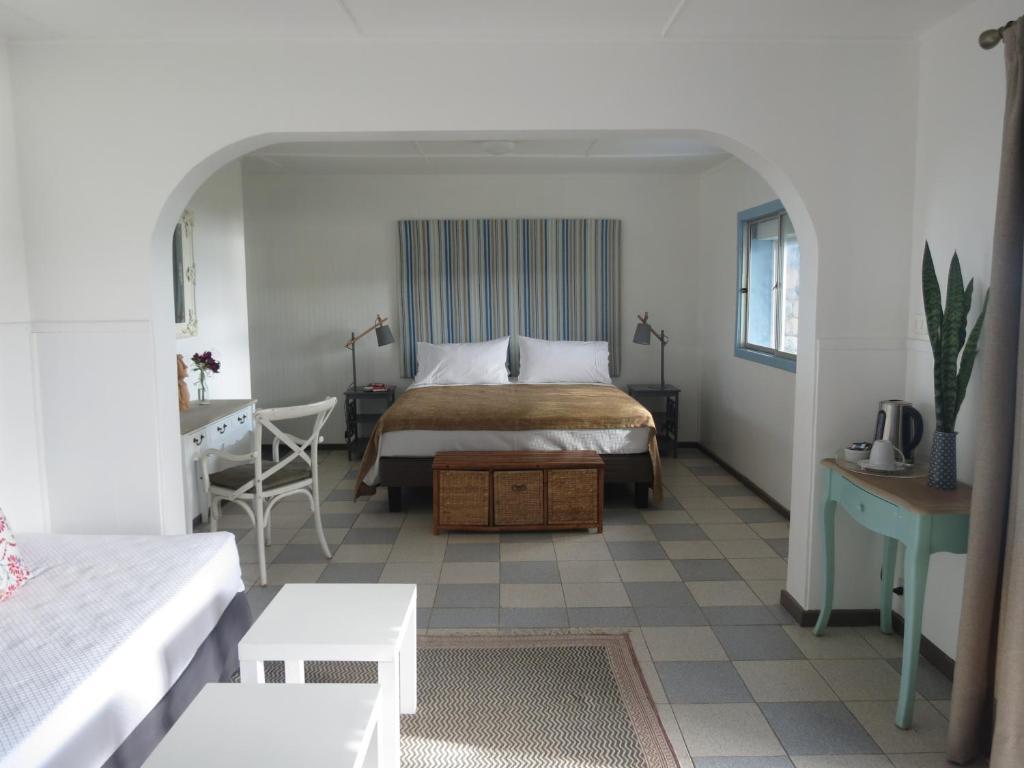 Een bed of bedden in een kamer bij Hotel Boutique La Perouse