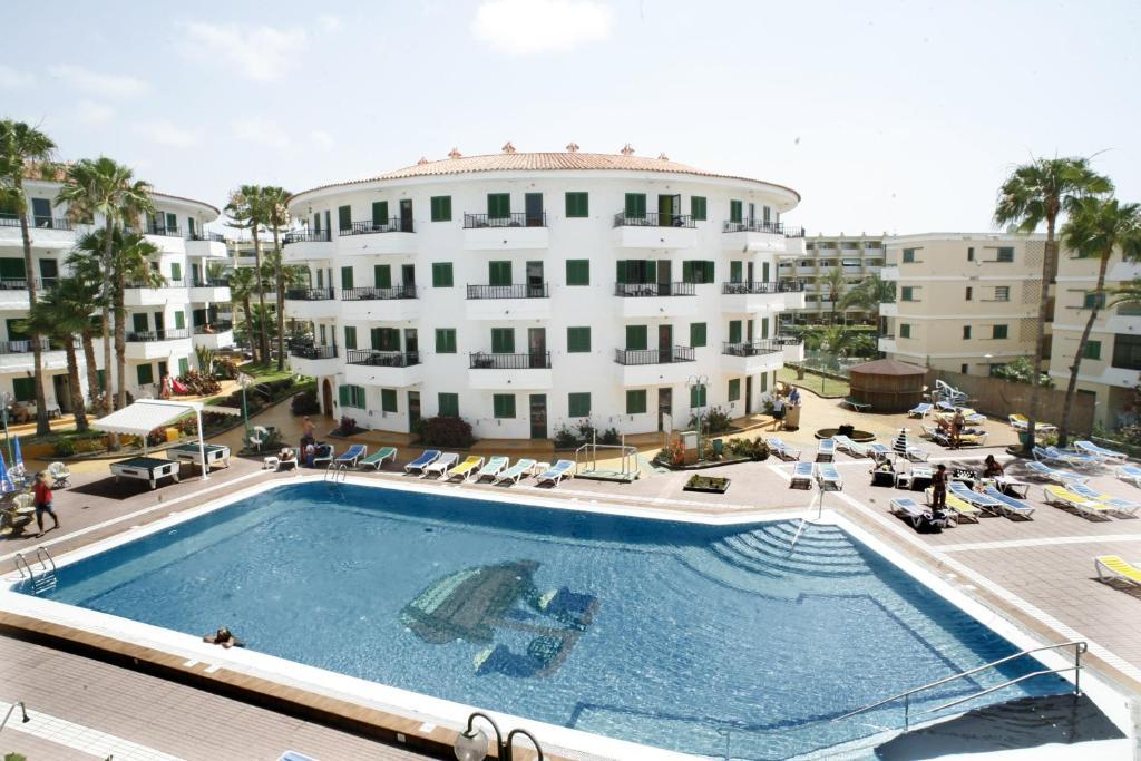 The swimming pool at or near Las Faluas