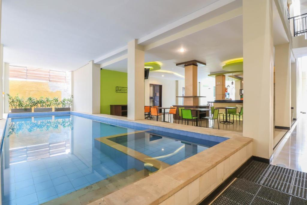 The swimming pool at or close to OYO 1258 Balitone Residence