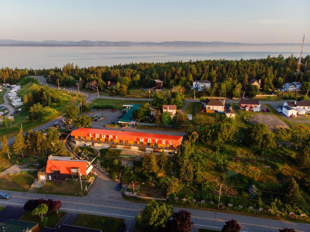 Vue panoramique sur l'établissement Motel Loupi