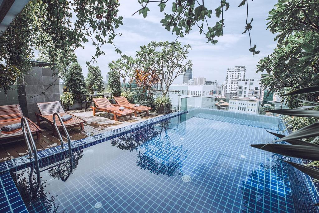 The swimming pool at or near Feliz Urban Hotel