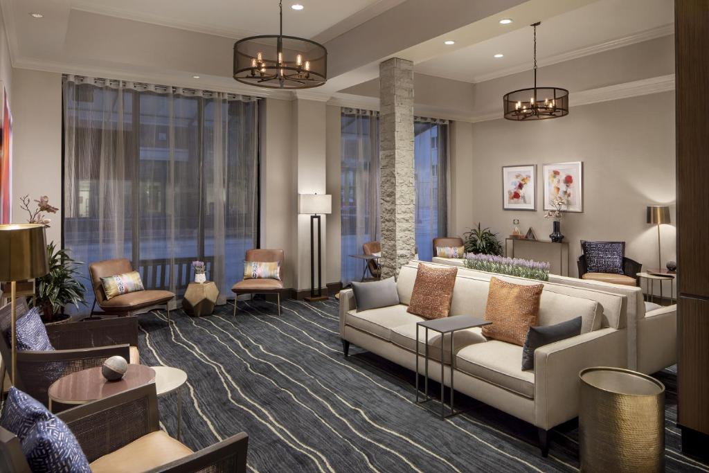 A seating area at Embassy Suites Fort Worth - Downtown