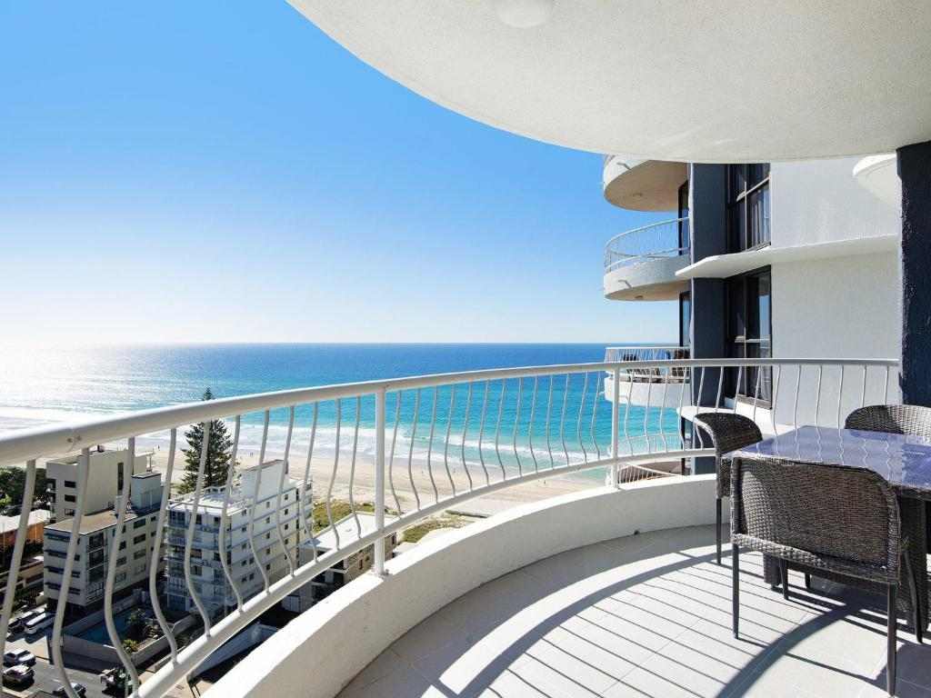 A balcony or terrace at Acapulco 2 Bed Ocean View Surfers Paradise