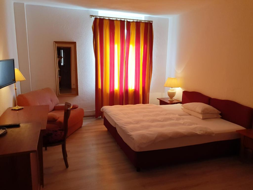 A bed or beds in a room at Hotel-Events Adlerpalast
