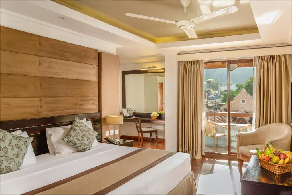 Llit o llits en una habitació de Kandy City Hotel by Earl's