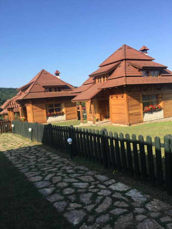 Nacionalna Kuca Bajo Mackat Mačkat Prezzi Aggiornati Per