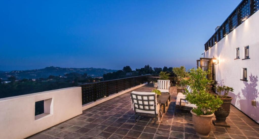 A balcony or terrace at 2-Story House with Panoramic View in the Scenic Beverly Hills