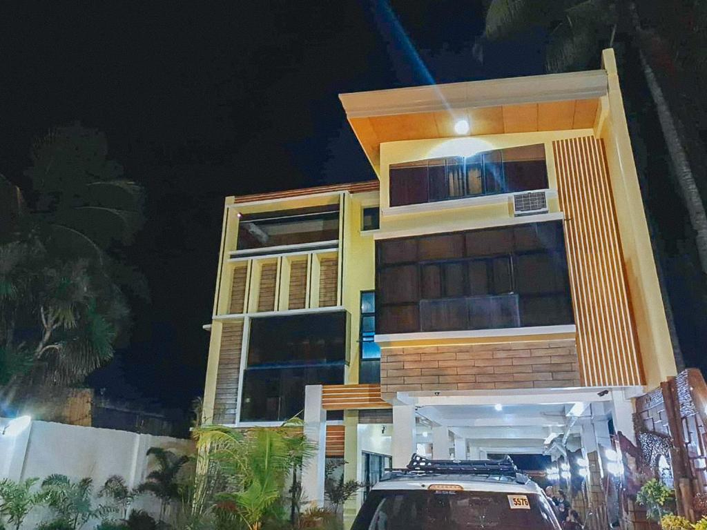 dating steder i Iloilo City polyfidelitous triaden Dating Sites