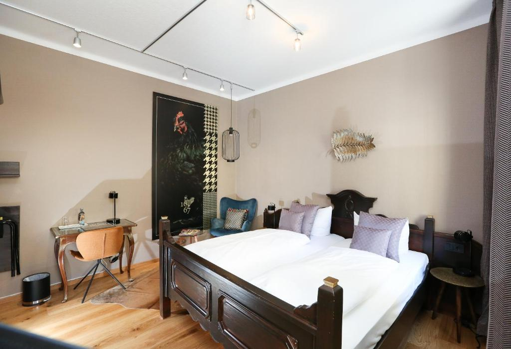 A bed or beds in a room at Hotel Goggl