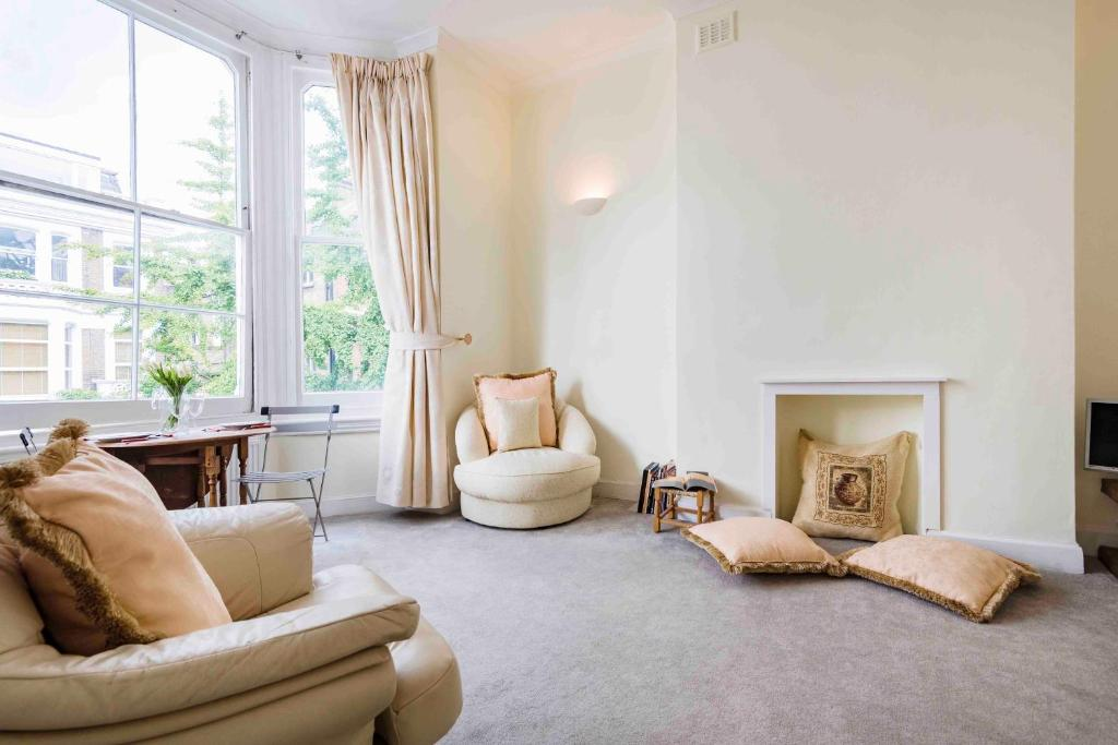 Bright Coleherne Road Apartment
