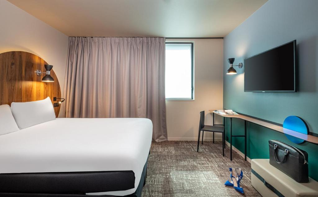 Llit o llits en una habitació de ibis Styles Paris Meteor Avenue d'Italie
