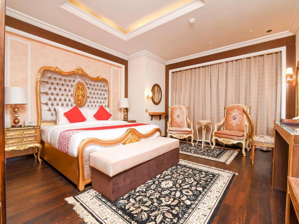 Llit o llits en una habitació de OYO 141 Ras Al Khaimah Hotel