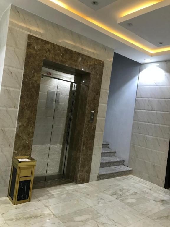 A bathroom at أبراج الفرسان
