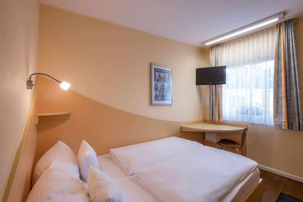 Ein Bett oder Betten in einem Zimmer der Unterkunft Comfort Hotel Lüneburg