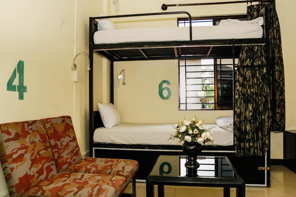 Giường Tầng trong Phòng ngủ tập thể cả Nam và Nữ