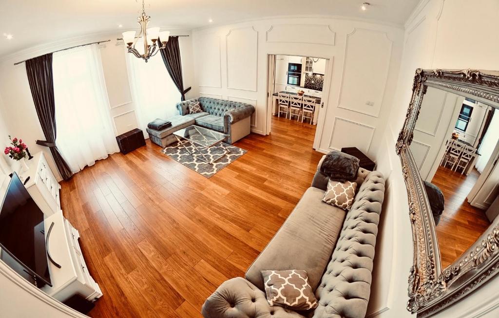A seating area at Apartament Hampton