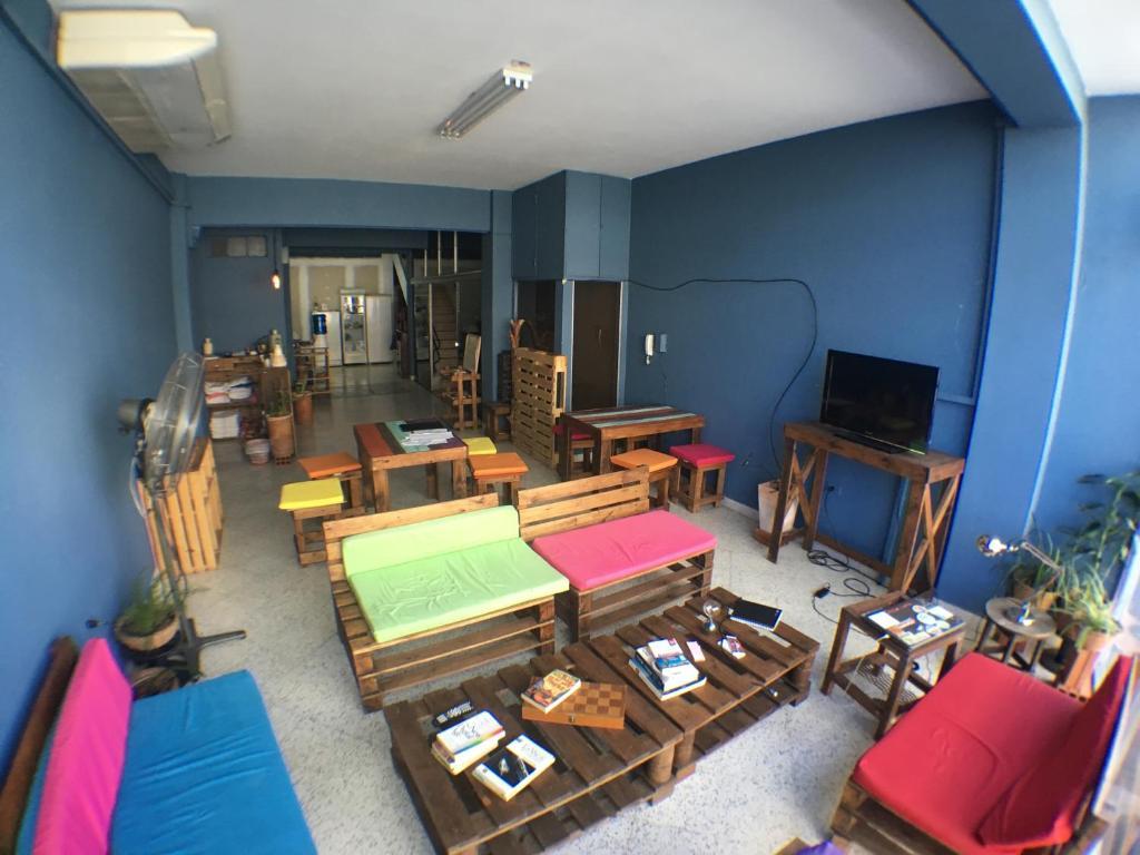 Uma área de estar em Hostal El Farol