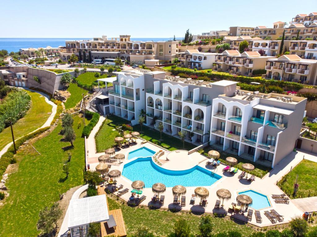 Utsikt över poolen vid Lindos Breeze Beach Hotel eller i närheten