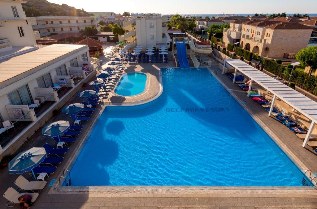 Widok na basen w obiekcie Delfinia Resort lub jego pobliżu