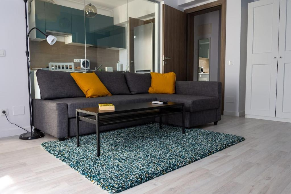 A seating area at Comfy modern studio in 21 Residence - Politehnica