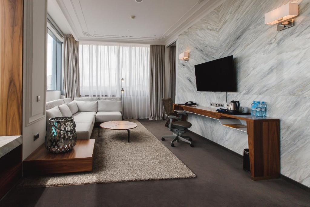 Телевизор и/или развлекательный центр в Hilton Garden Inn Volgograd