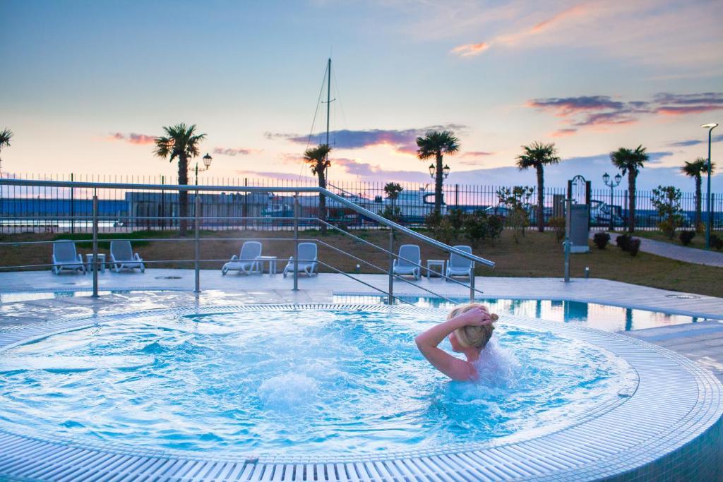 Бассейн в Radisson Blu Resort & Congress Centre 5* или поблизости