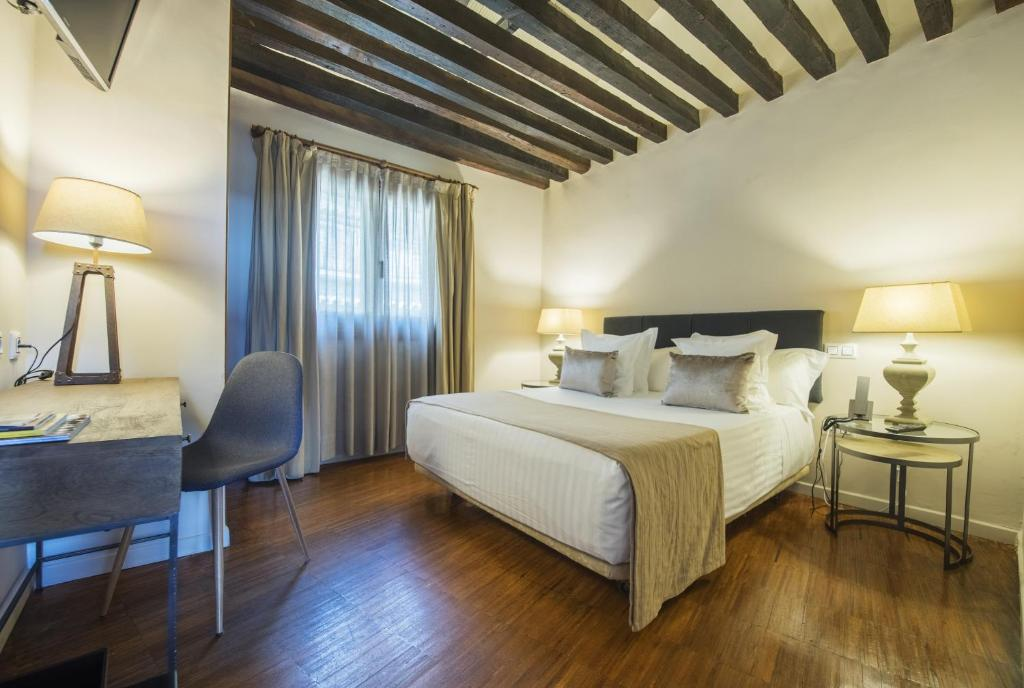 boutique hotels in toledo  54