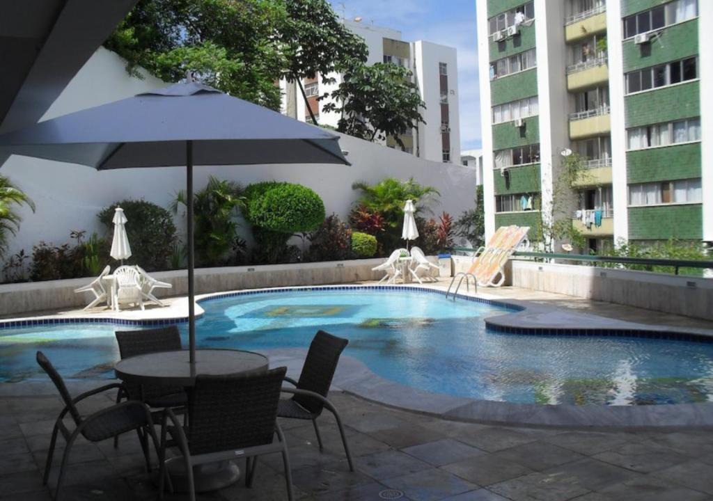 The swimming pool at or close to Flat Atlantic City - Apart Hotel em Ondina Barra