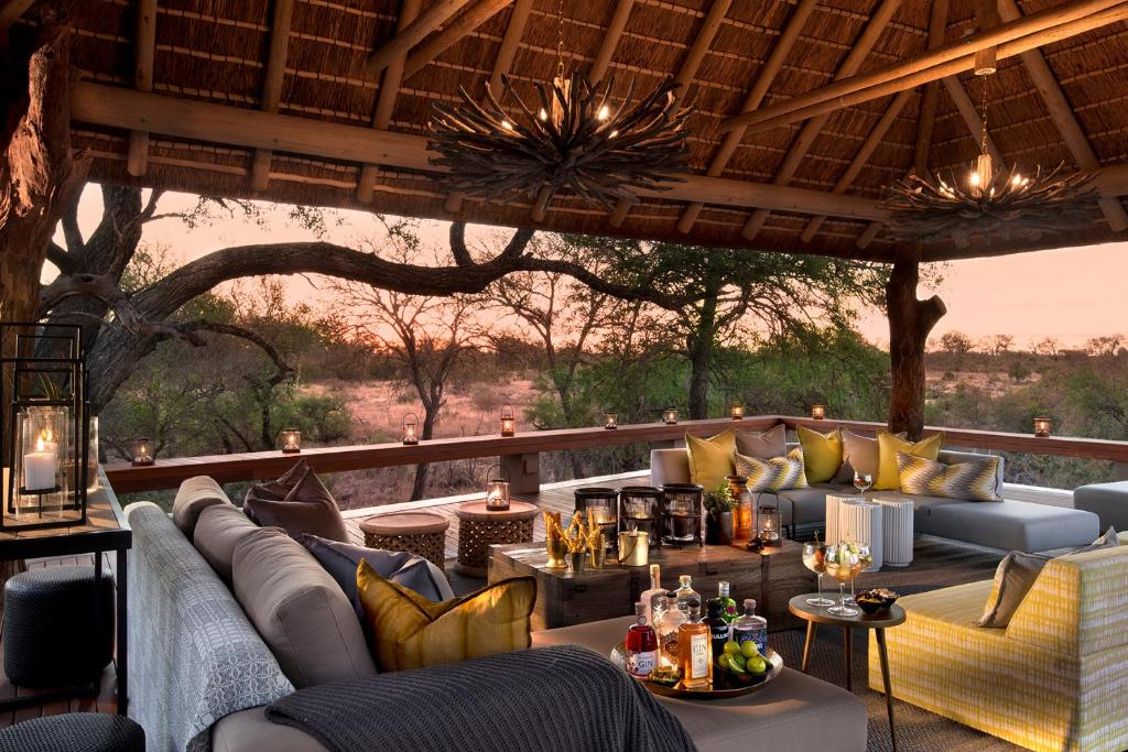 A restaurant or other place to eat at Rockfig Safari Lodge