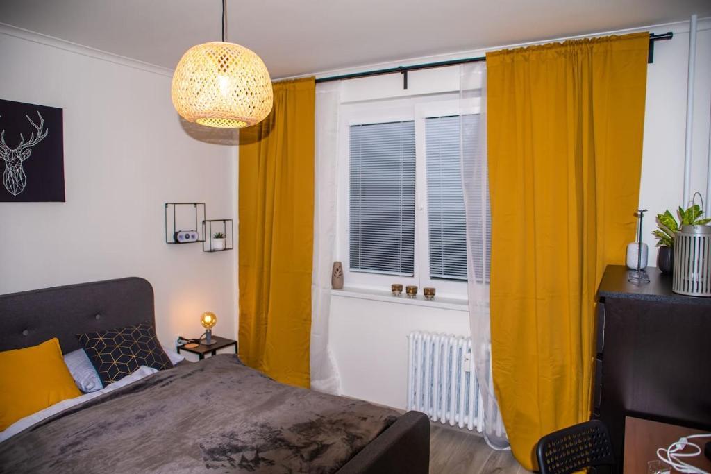 Posteľ alebo postele v izbe v ubytovaní Modern and Comfortable Apartment in Prievidza with Welness on-site