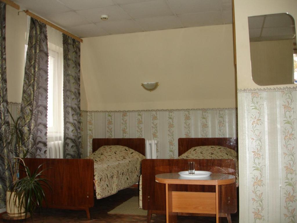 A seating area at Lenkost Motel