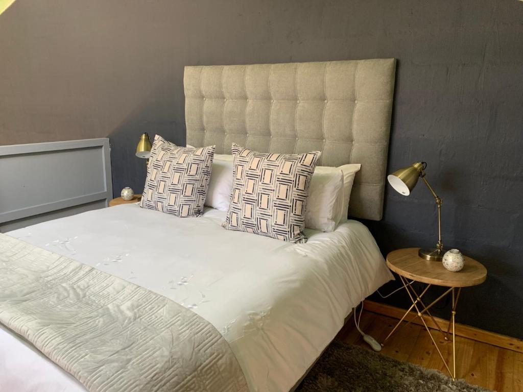 A bed or beds in a room at The Loft #5 Franschhoek