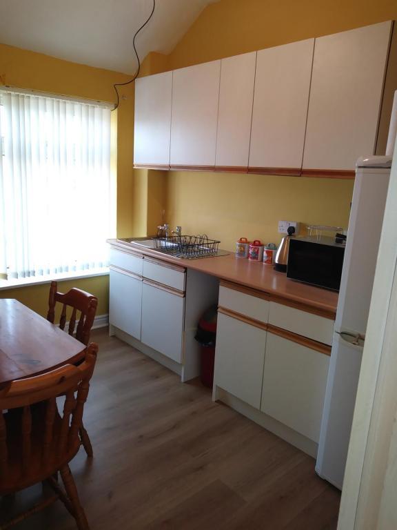 A kitchen or kitchenette at Blackwood Flat