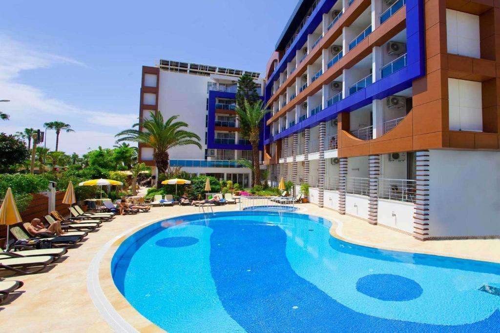 Het zwembad bij of vlak bij Gardenia Hotel