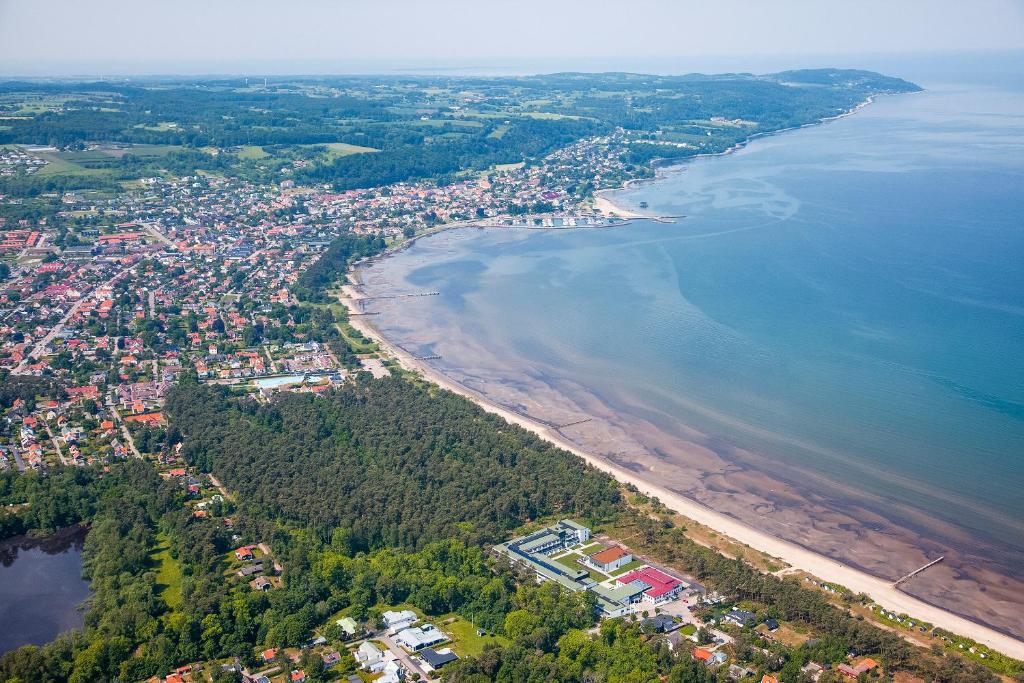 Ett flygfoto av Hotel Riviera Strand