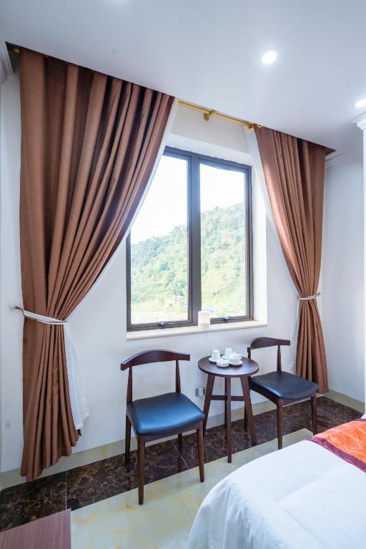 Đinh Gia Hotel