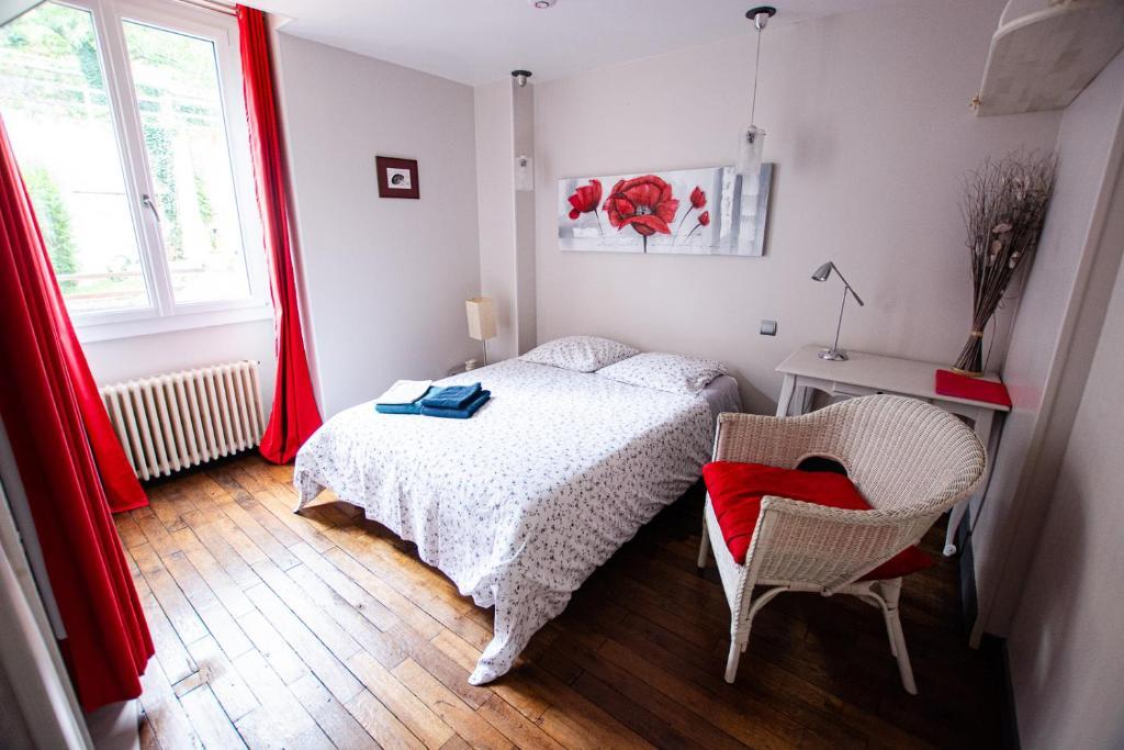 Un ou plusieurs lits dans un hébergement de l'établissement Les Trois Fontaines