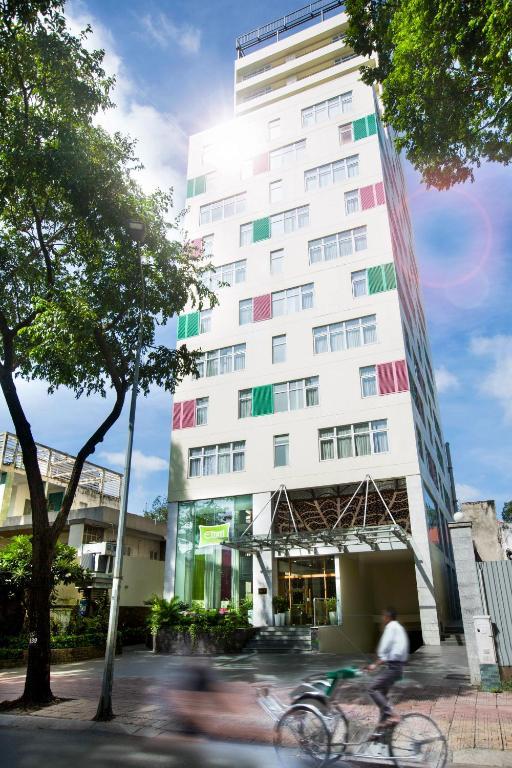 Khách sạn ÊMM